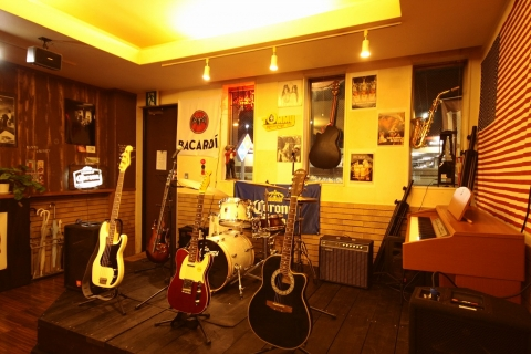 Music Cafe Tommy 〒286-0029 千葉県成田市ウイング土屋174 渡辺2F