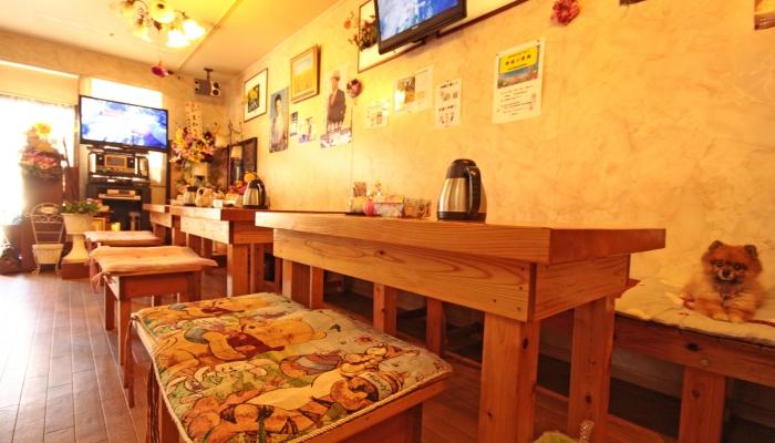 カラオケ喫茶 ひまわり 〒286-0035 千葉県成田市囲護台1101-8 JR西口駅前通り