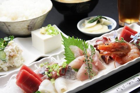 小料理 ゆり  〒286-0221 千葉県富里市七栄646-657